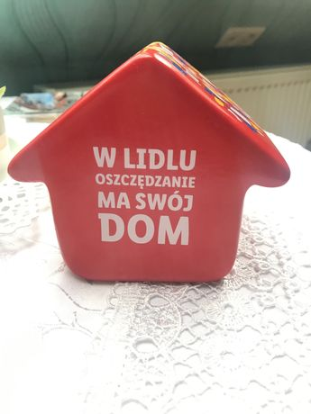 Czerwona skarbonka domek Lidl