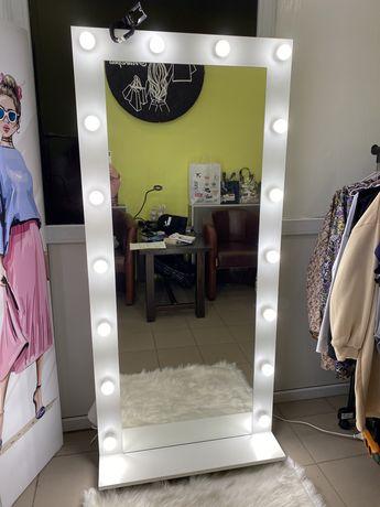 Зеркало с подсветкой,гримерное,для макияжа,с лампами