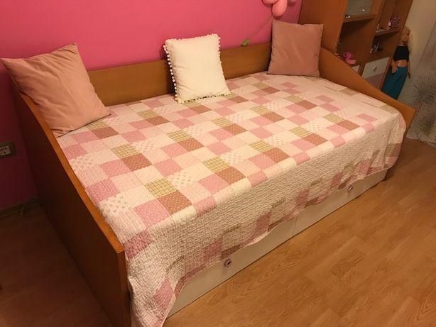 Quarto completo com cama + camiseiro + 2 estantes + colchão