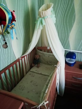 Продам дитяче ліжечко разом з матрасіком і балдахіном