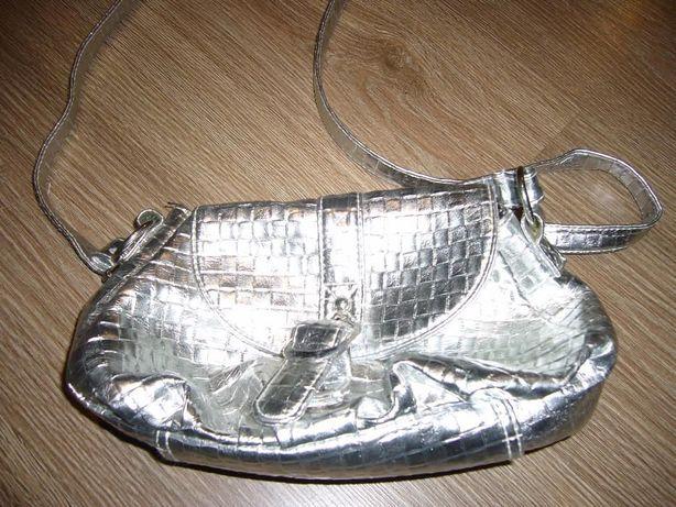 Srebrna mała torebka na ramię, idealna na imprezę, stan idealny