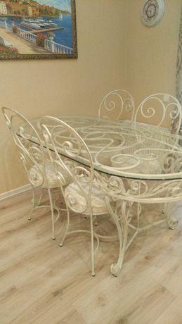 Кованый стол с четырьмя стульями