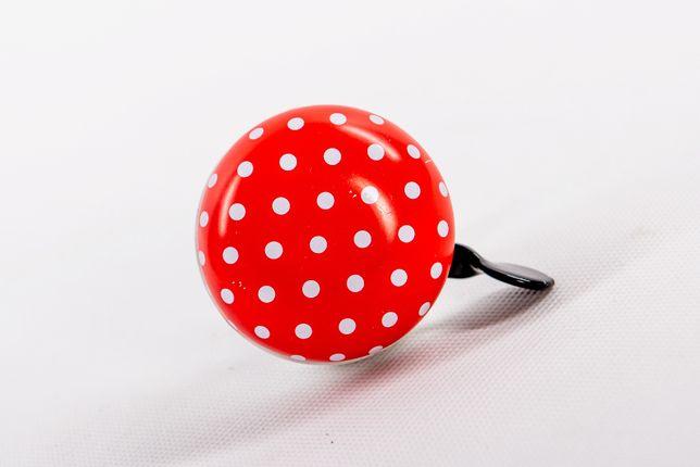 Dzwonek rowerowy, wzór w białe kropki, czerwony