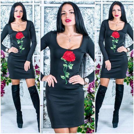 Черное платье с розой
