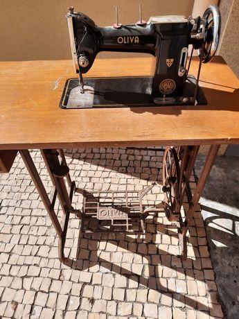 Maquina de costura oliva antiga