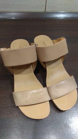 Sandałki klapki na koturnie Wittchen 38
