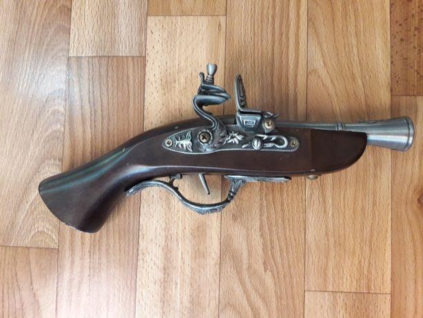 Старинный пистолет. Сувенирное оружие (продажа за 30% от цены нового)