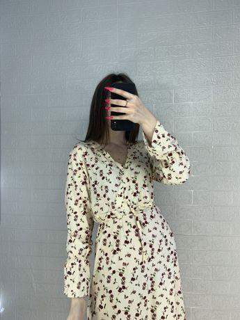платье в ромашковый принт