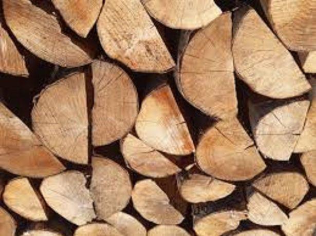 Kominkowe-zdrowe-sezonowane drewno, układane