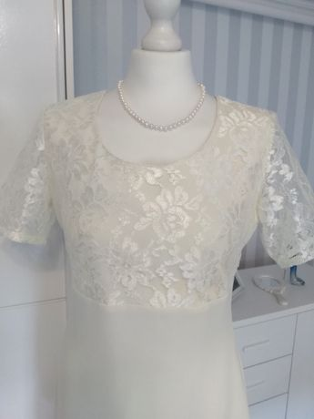 Elegancka sukienka w kolorze ecru