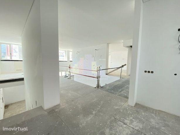 Edifício para comércio e serviços em Benfica