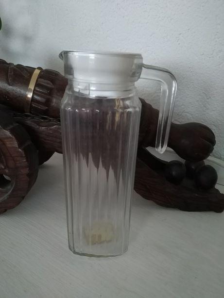 Jarro de vidro água ou sumo