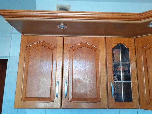Dębowe rzeźbione fronty z mebli kuchennych