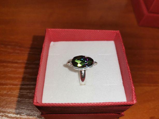 Srebrny pierścionek z kamieniem skarabeuszem