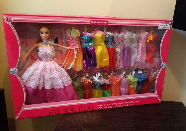 Іграшка: лялька з вбранням та аксесуарами