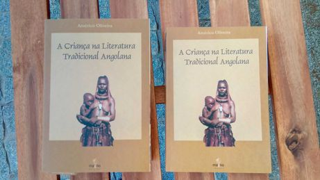 A Criança na Literatura Angolana - 2 volumes como novos