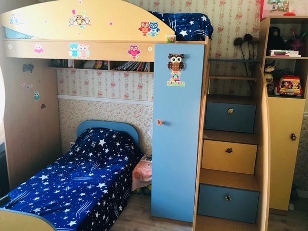 Двоярусне ліжко. Дитяча спальня. двуспальная кровать.