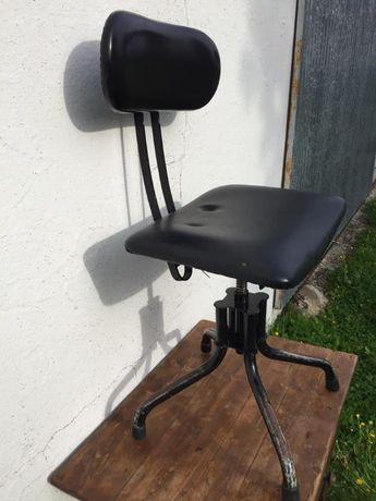 Cadeira antiga de escritório vintage industrial