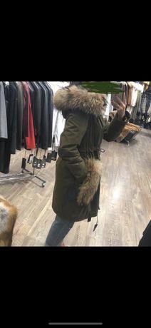 Продам куртку с мехом енота