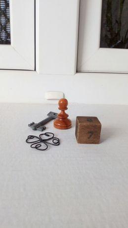 Zestaw vintage kluczyk stara kostka do gry szach kwiatek