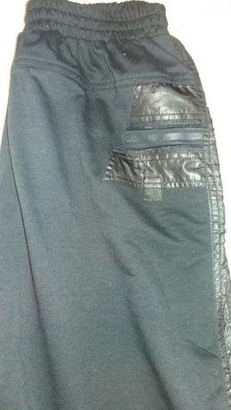 Спортивные брюки на подростка рост 165-170.