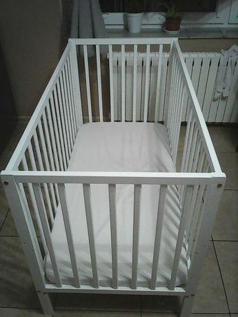 Łózeczko dla dziecka z materacem i pościelą