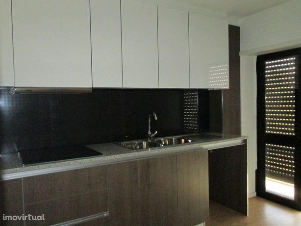 Apartamento T2 remodelado, centro de Águeda - VENDA