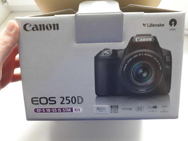 Фотоаппарат Canon EOS 250 D + штатив
