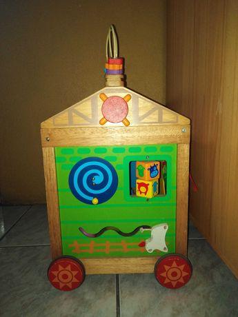 Domek drewniany kostka edukacyjna na kółkach