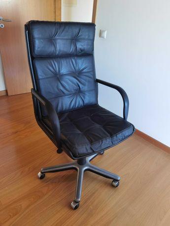 Cadeira de escritório em pele