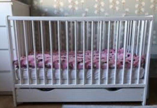 Łóżeczko dla dziecka białe drewniane z szuflada