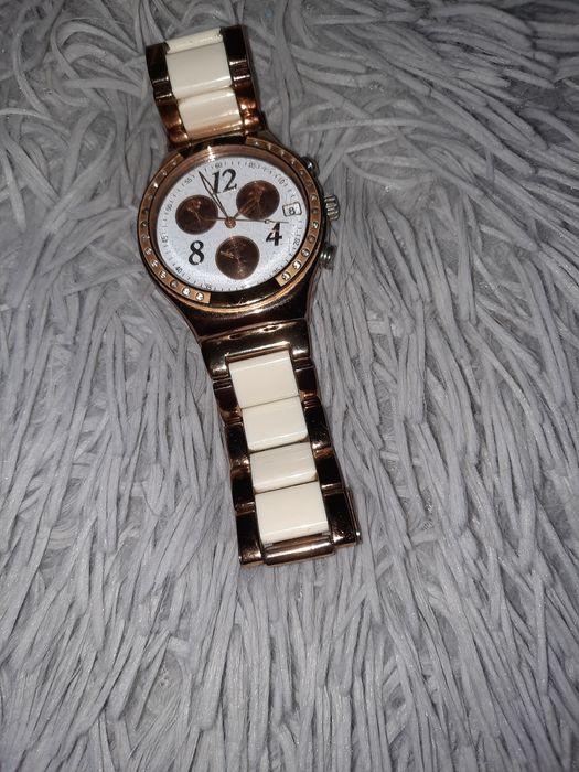 Relógio Swatch branco e dourado Buarcos - imagem 1