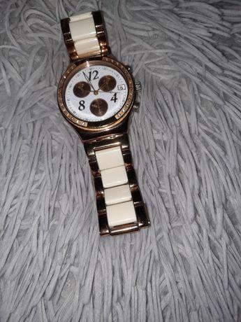 Relógio Swatch branco e dourado