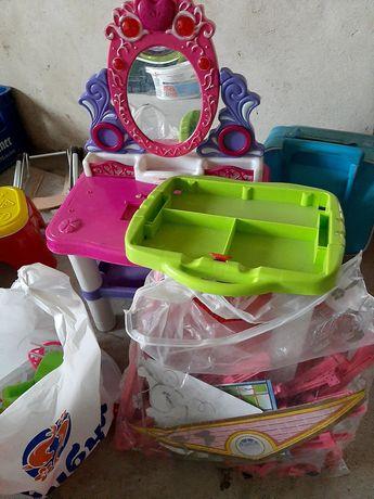 Різні іграшки + одяг на дів 4-9 р