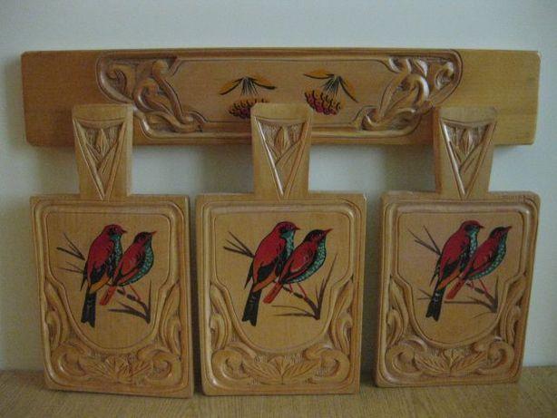 Deski drewniane na listwie