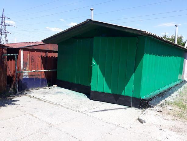 Гараж Зелёный фургон