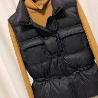 Куртка осенняя женская жилетка цвет черный подтяжки на спине
