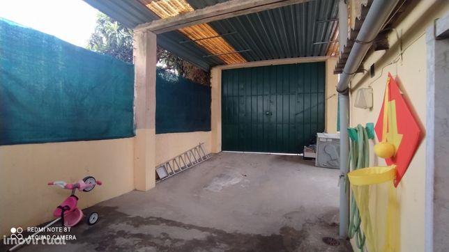 T2 com terraço e lugar de garagem ao metro de Odivelas