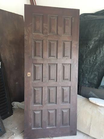 Porta entrada em madeira macica