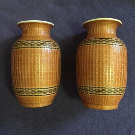 Par jarras porcelana China antigas revestidas a bambu lacado