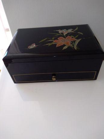 Caixa porta joias musical, com gaveta