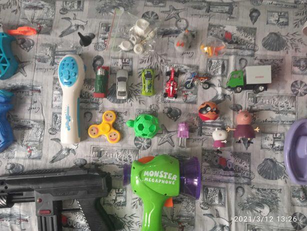 Отдам игрушки для мальчика