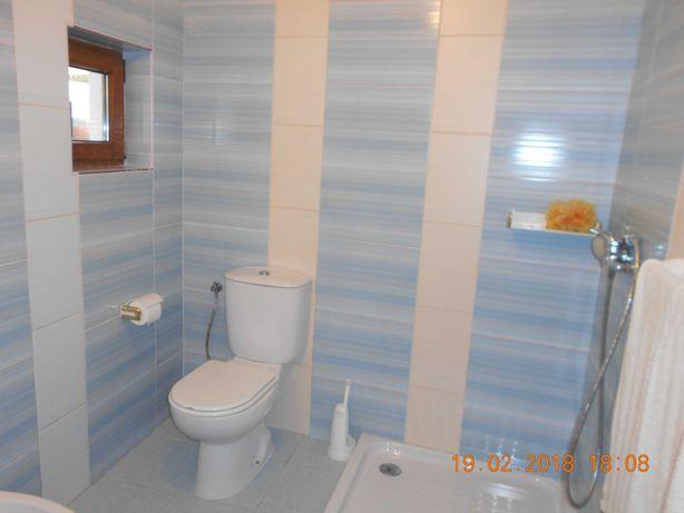 quaro com casa de banho