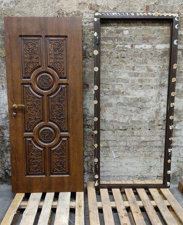 Металлические бронирование двери