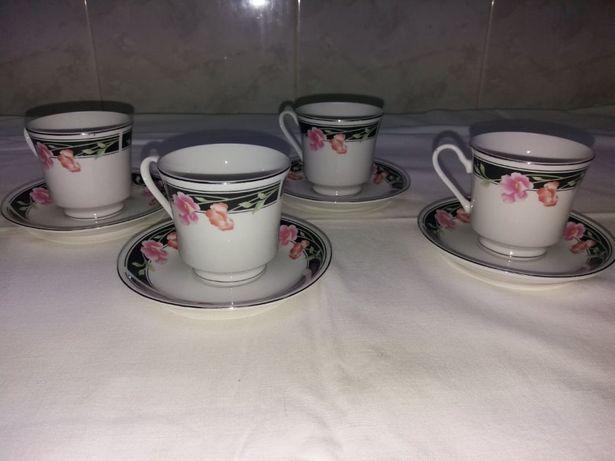 Conjunto de 4 chávenas em porcelana fina da china