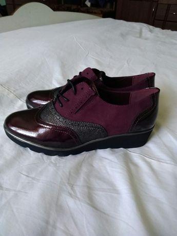 Жіночі нові туфлі