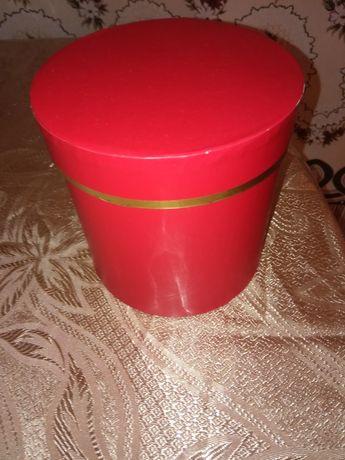 Коробка червона красная