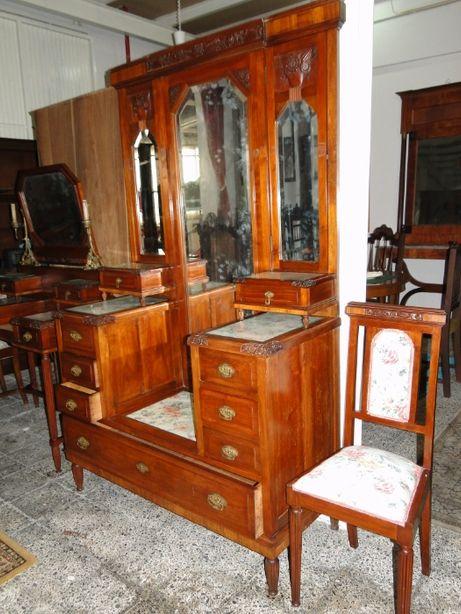 Conjunto de pechiché muito antigo e cadeira Muito bom estado geral `e
