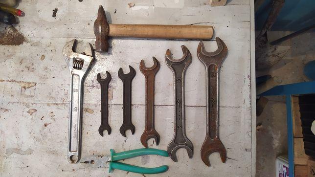 Ключи Рожковые  + пласкогубцы + молоток
