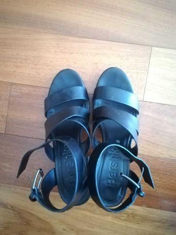Sandálias pretas salto